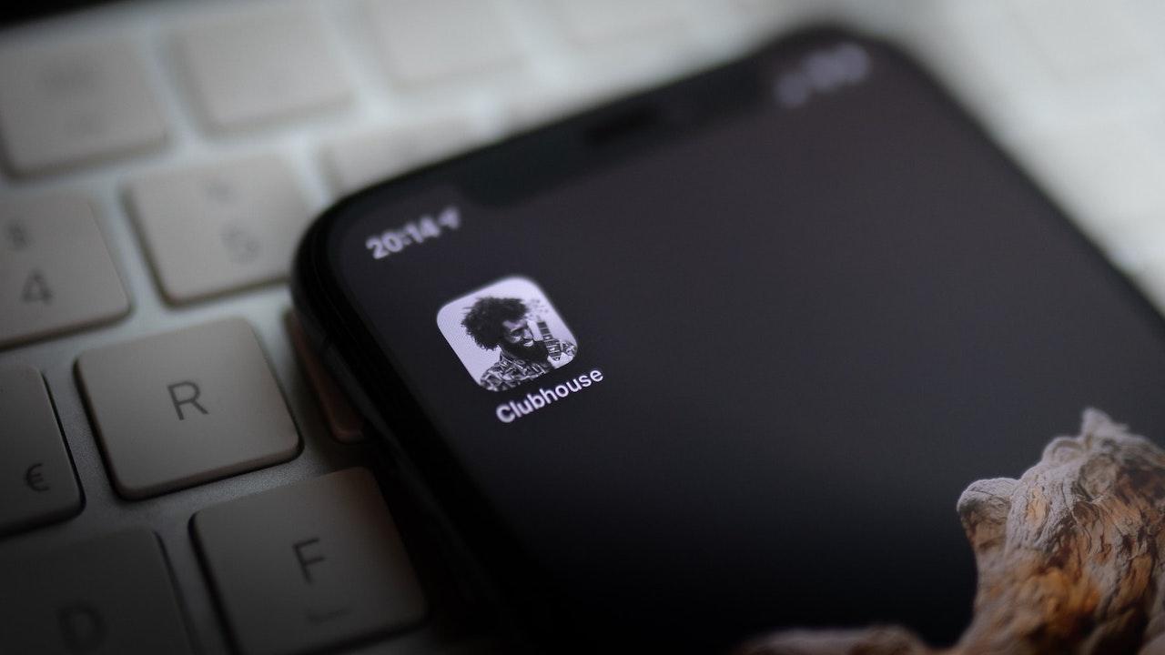 Clubhouse, Facebook sta lavorando per lanciare il suo servizio di chat room vocale thumbnail