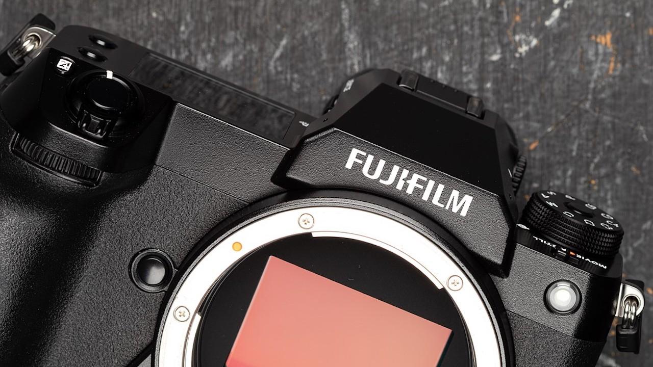 La Fujifilm GFX 100 S arriva sul mercato con una promozione incredibile thumbnail