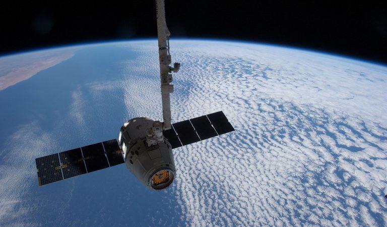 SpaceX annuncia il primo viaggio nello spazio concivili a bordo