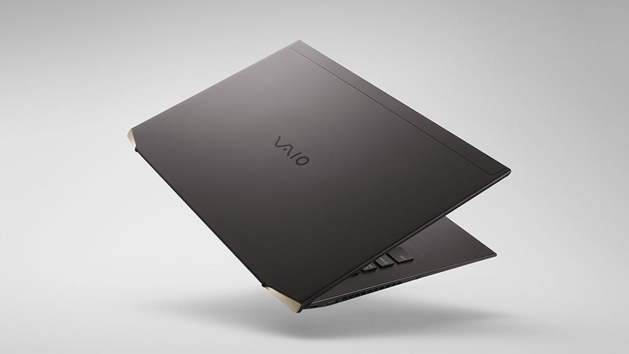 Vaio Z, il laptop leggerissimo realizzato interamente in fibra di carbonio thumbnail