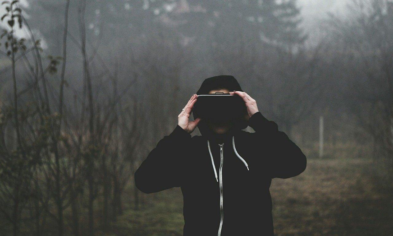 Apple VR, il primo visore di realtà virtuale con schermi in 8K thumbnail