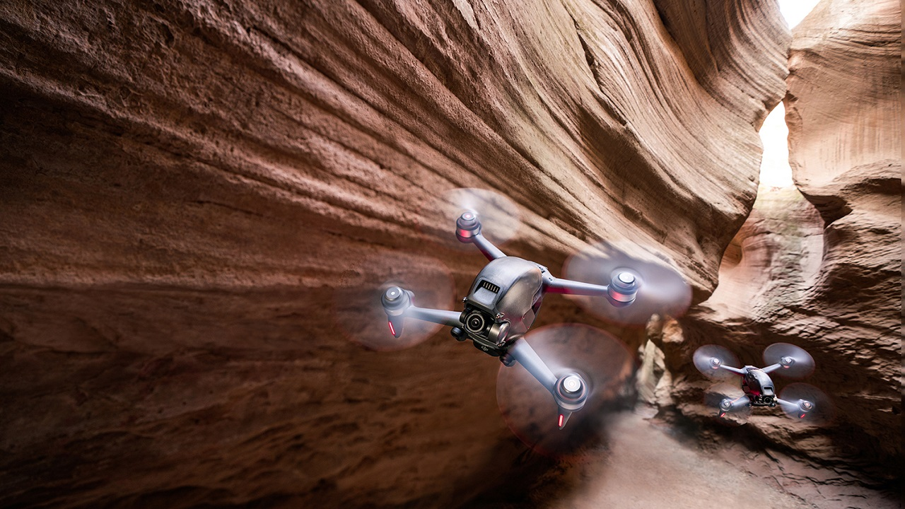 DJI FPV reinventa l'esperienza di voli dei droni thumbnail