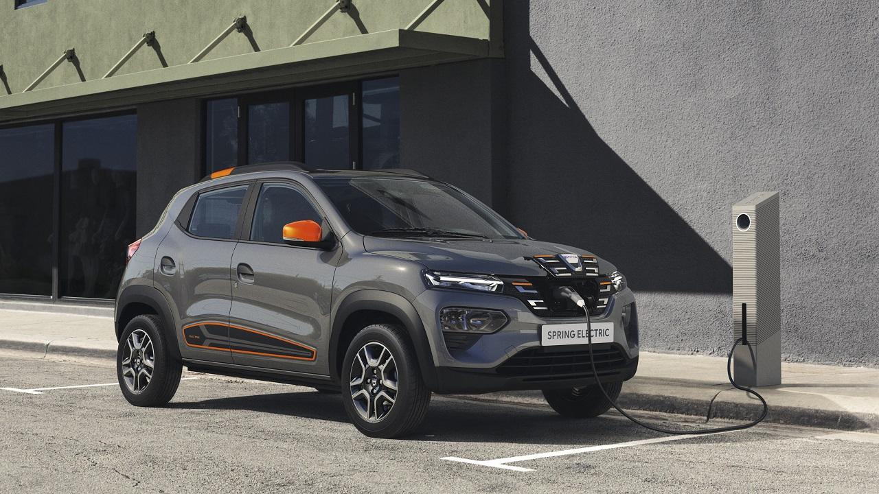 Dacia Spring, il prezzo è davvero stracciato. Con incentivi si parte da 9.460 euro thumbnail