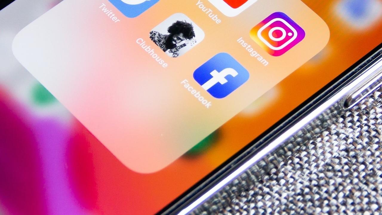 Facebook come Clubhouse: tutto quello che sappiamo sulle Stanze Audio thumbnail