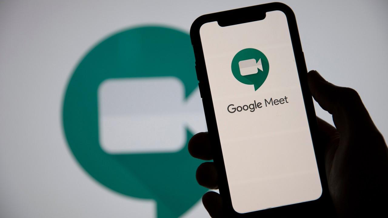 Ora è possibile trasformarsi in un gatto su Google Meet thumbnail