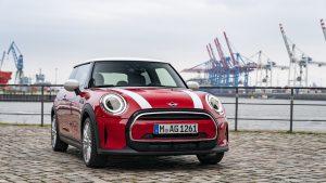 MINI Cooper 3 porte: un viaggio tra le strade di Amburgo  Nel nuovo video promozionale, la vettura di MINI arriva nel Nord della Germania