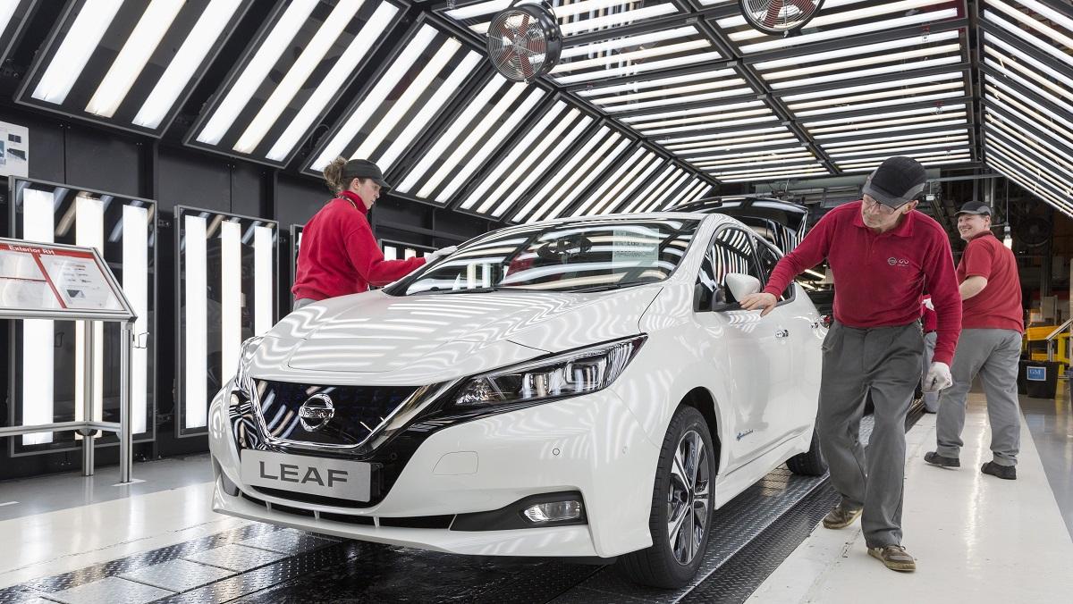 Nissan LEAF, Sébastien Buemi vive al massimo la mobilità elettrica thumbnail