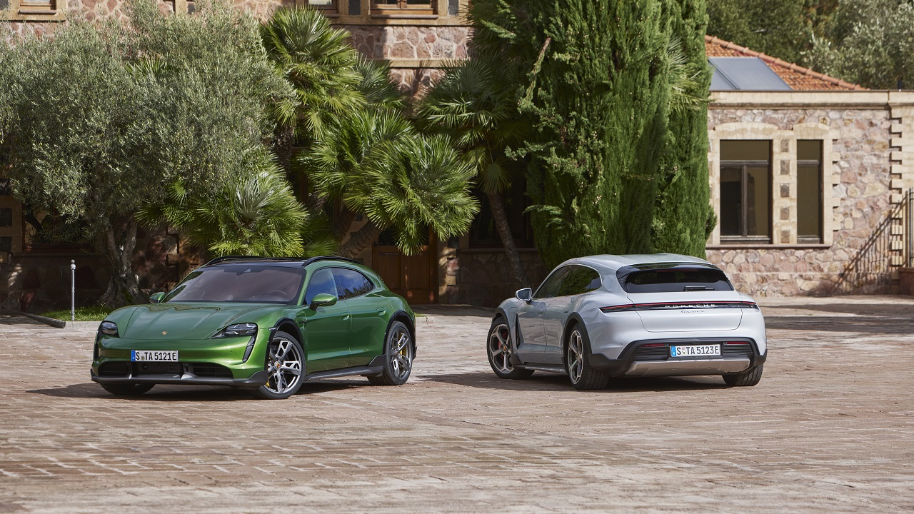 Porsche Taycan Cross Turismo, la versione un po' crossover un po' wagon della superberlina elettrica tedesca thumbnail