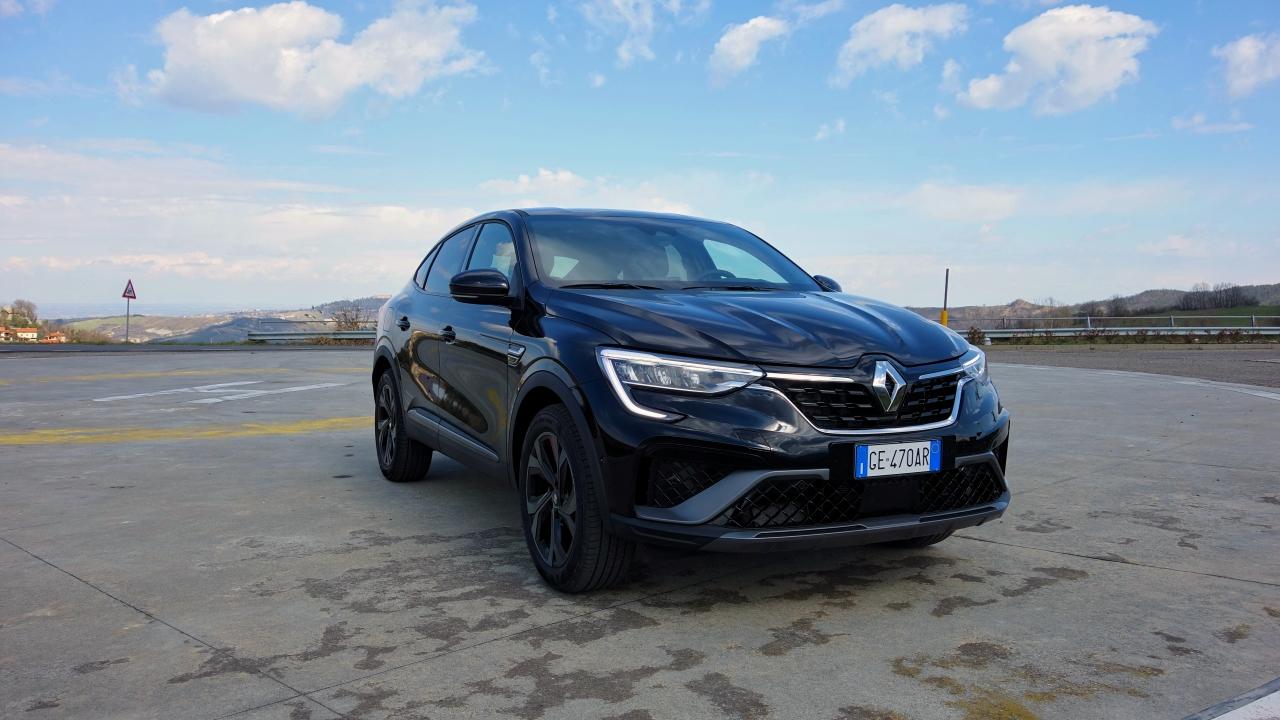 """Renault Arkana, prime impressioni: come si comporta su strada il primo SUV Coupé """"popolare""""? thumbnail"""