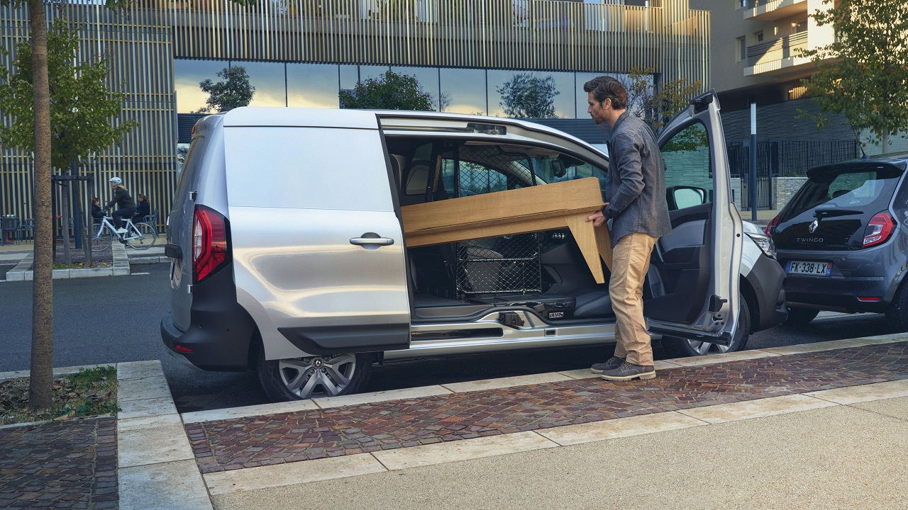 "Renault Kangoo Van, la rivoluzione dei piccoli furgoni ha una parola magica: ""Apriti sesamo"" thumbnail"