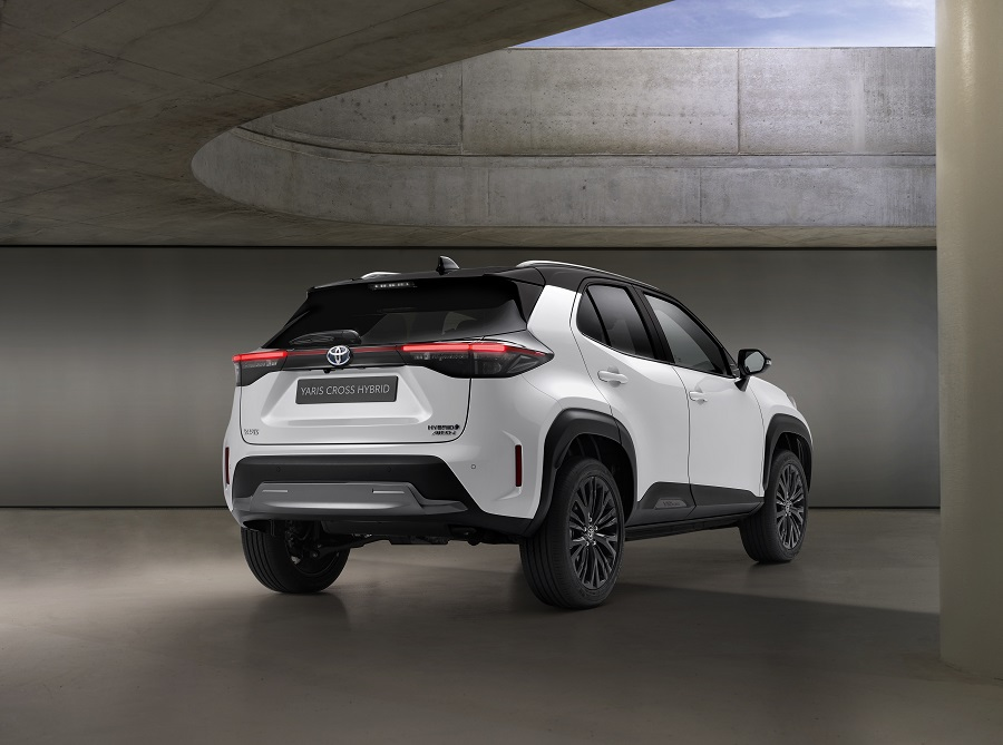 Toyota Yaris Cross 2021 posteriore1