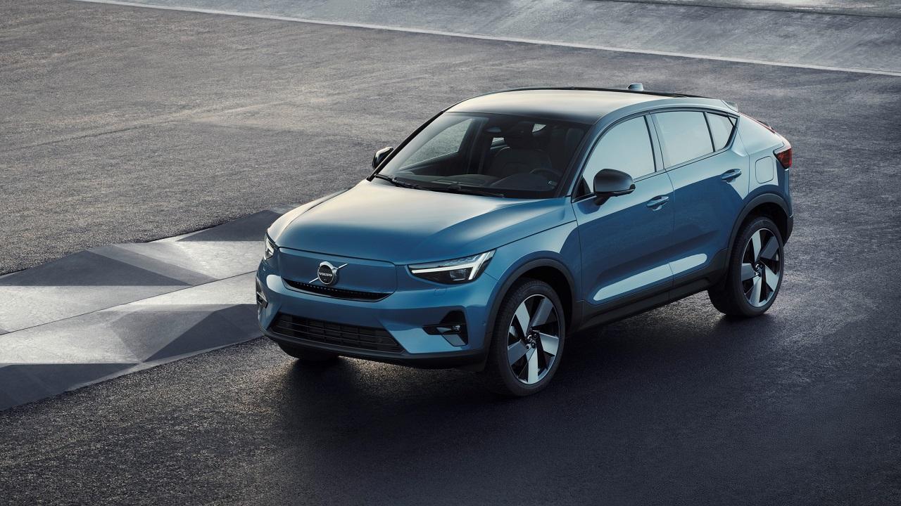 Volvo C40 Recharge, il primo SUV coupè lancia la sfida alle tedesche: estetica sportiva e solo in versione elettrica thumbnail