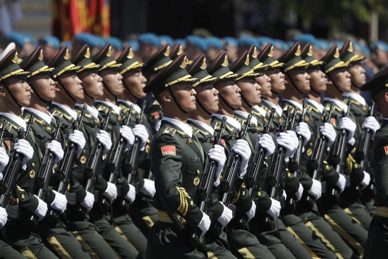 militari cinesi Tesla