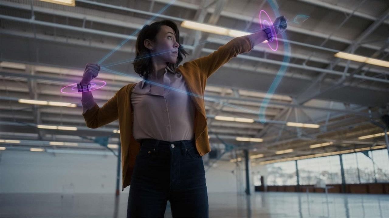 Facebook promette un bracciale per controllare l'AR con la mente thumbnail