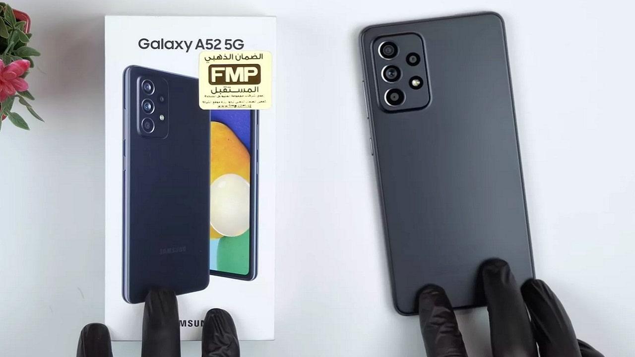 Uno YouTuber fa l'unboxing di Galaxy A52 5G prima dell'uscita thumbnail