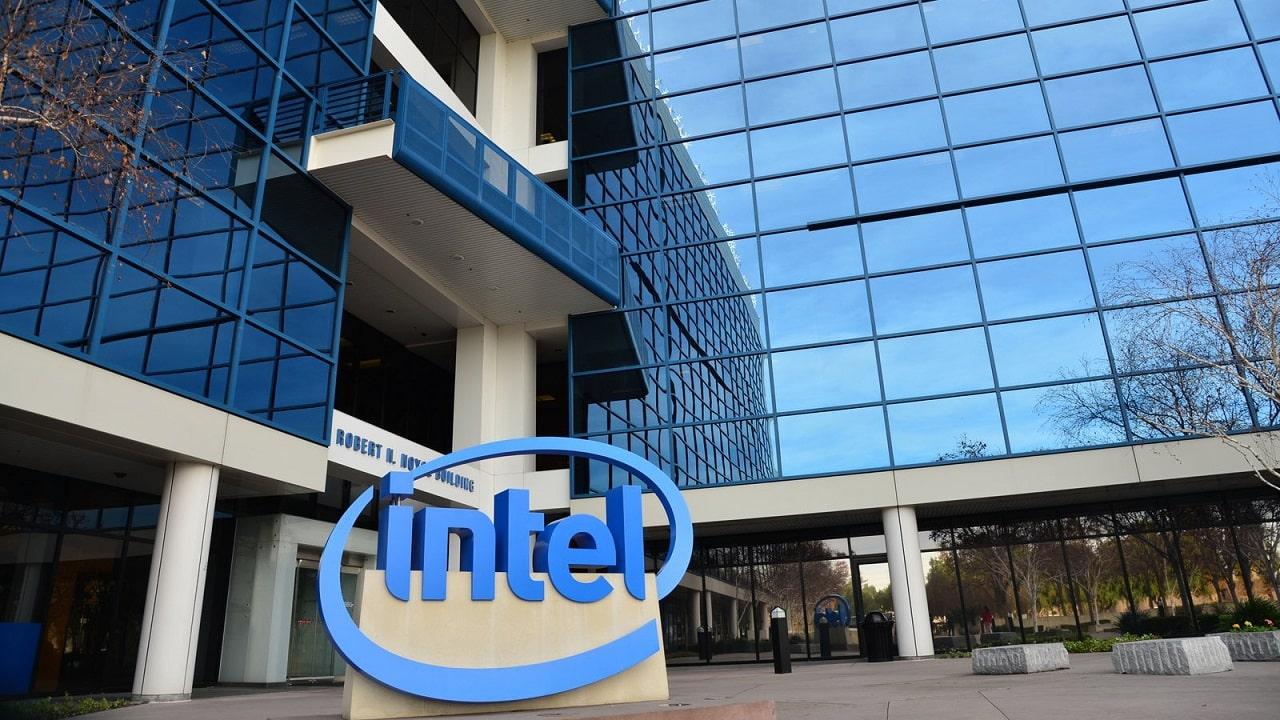 Intel investe 20 miliardi in nuove fabbriche e punta a produrre chip per altre aziende thumbnail