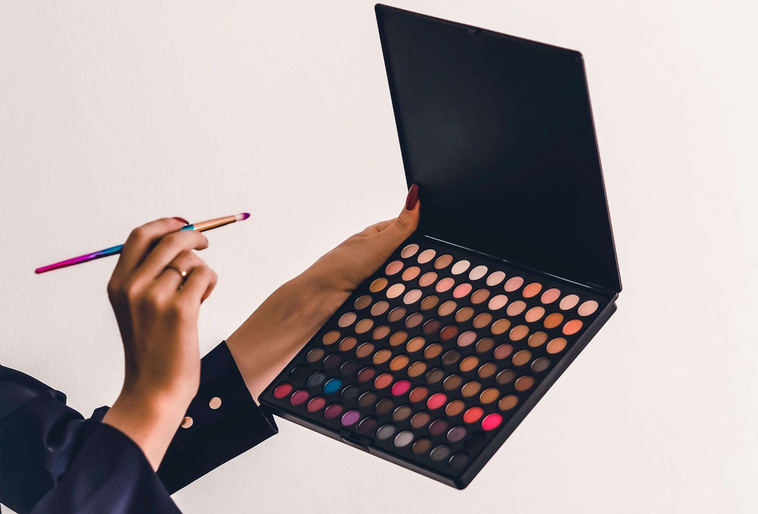 Due prodotti per ricreare i make-up più iconici del grande schermo thumbnail