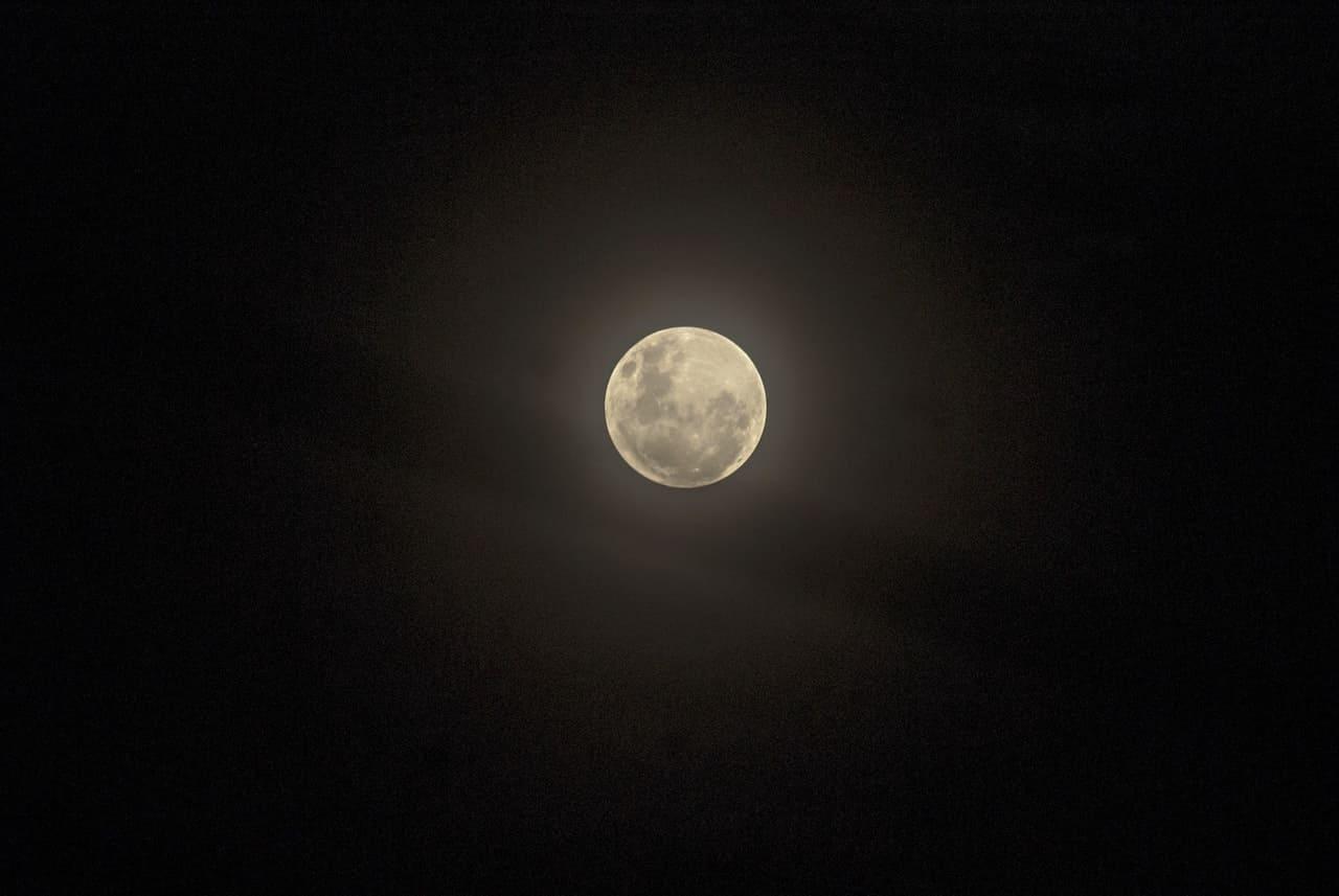 Viaggio intorno alla Luna