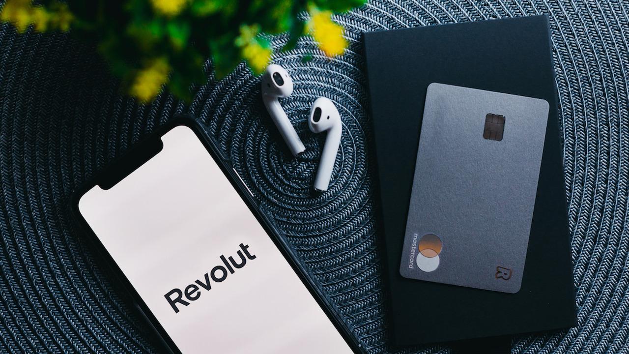 Revolut: carte, costi e funzionalità della super app finanziaria thumbnail