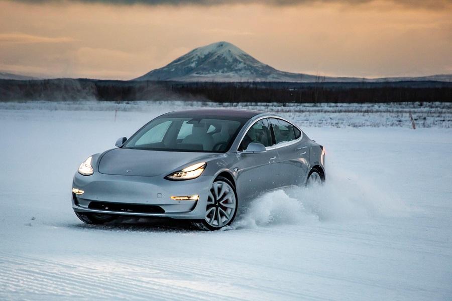 Tesla Model 3 sulla neve