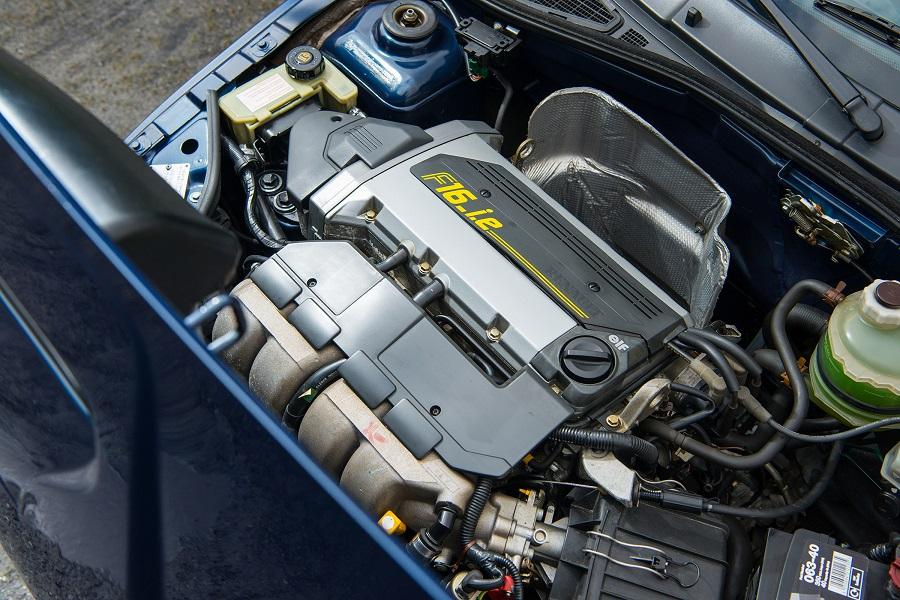 Hot Hatch anni '90 Renault Clio Williams motore