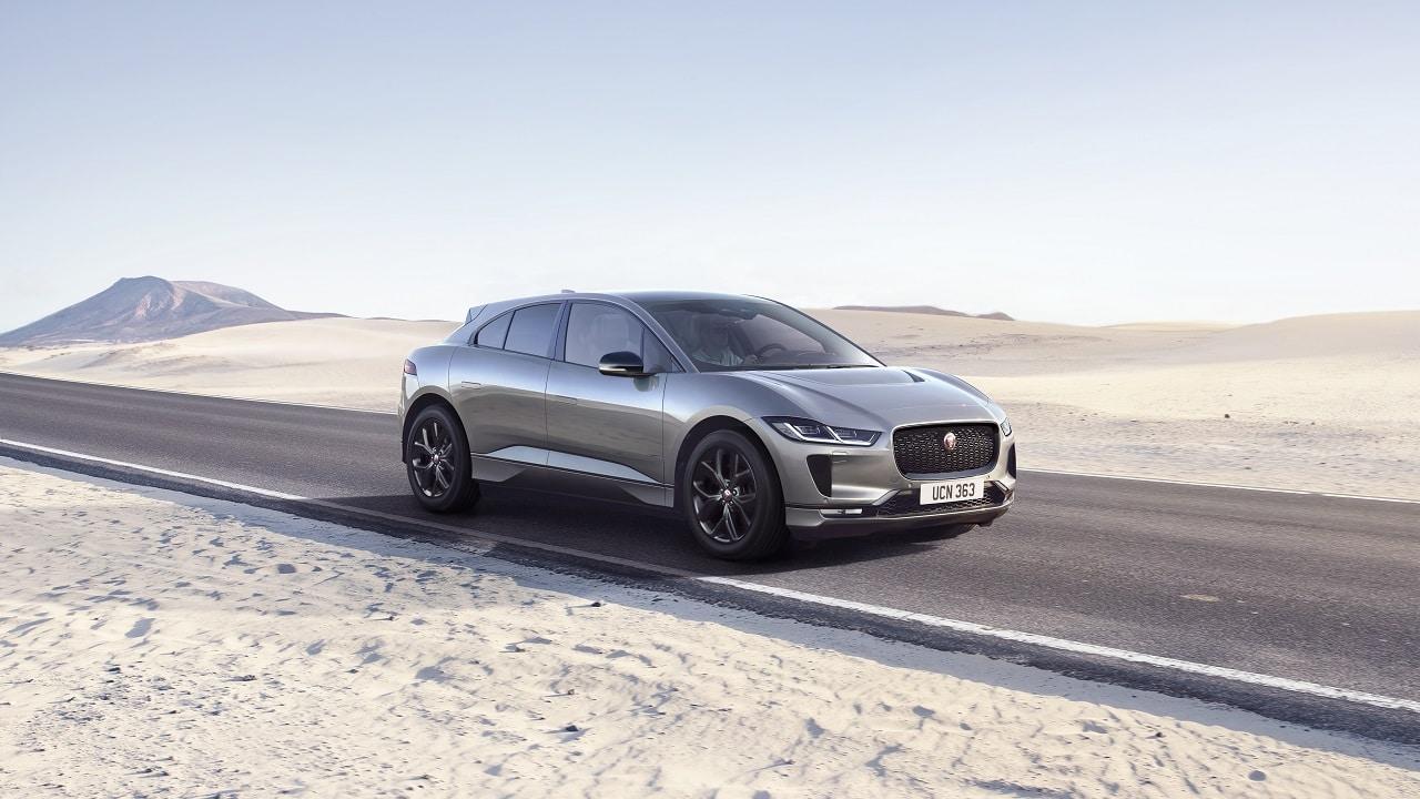 Jaguar I-Pace Black, il SUV elettrico inglese si tinge di nero: nuovi dettagli estetici e dotazione completissima thumbnail