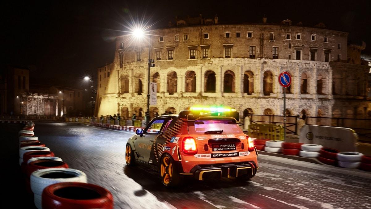 MINI Electric Pacesetter è la nuova Safety Car ufficiale della Formula E thumbnail