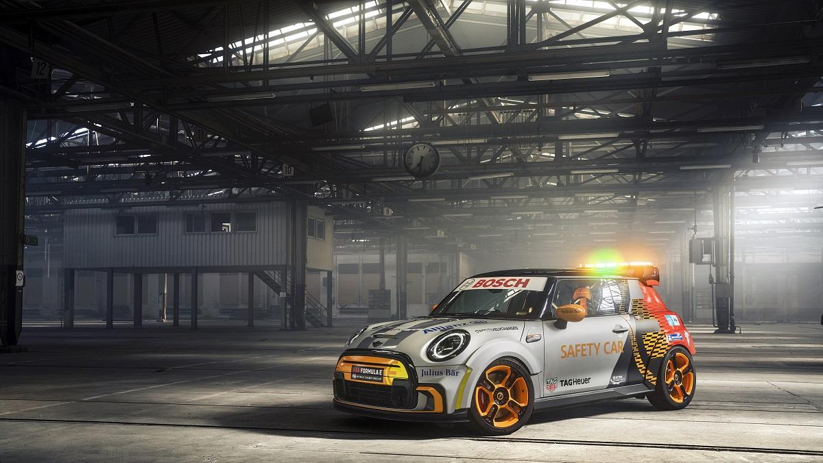 La nuova Safety Car della Formula E è firmata MINI thumbnail