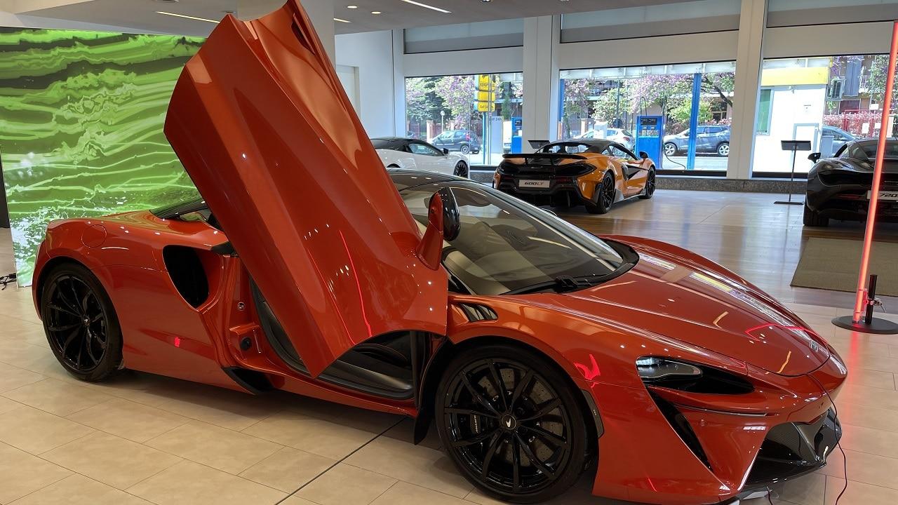 McLaren Artura, la prima ibrida della Casa di Woking: 3.0 V6 biturbo da 680 CV, 30 km in full electric e un ossesione per il peso thumbnail