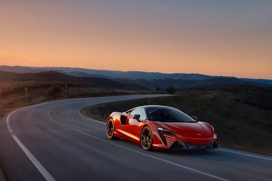 McLaren Artura guida1
