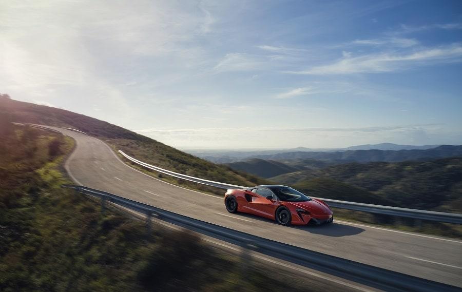 McLaren Artura guida