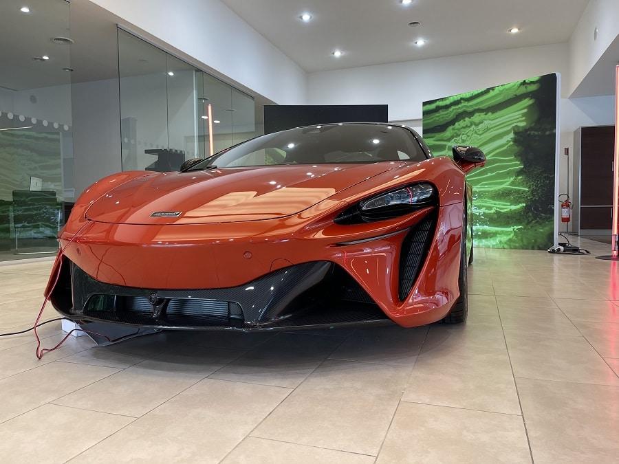 McLaren artura frontale