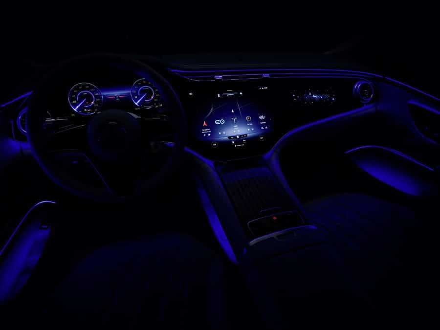 Mercedes Hyperscreen notte