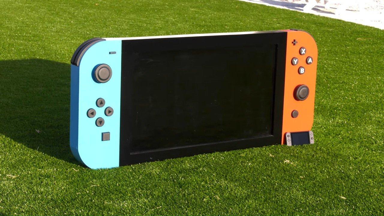 Ecco la Nintendo Switch più grande del mondo thumbnail