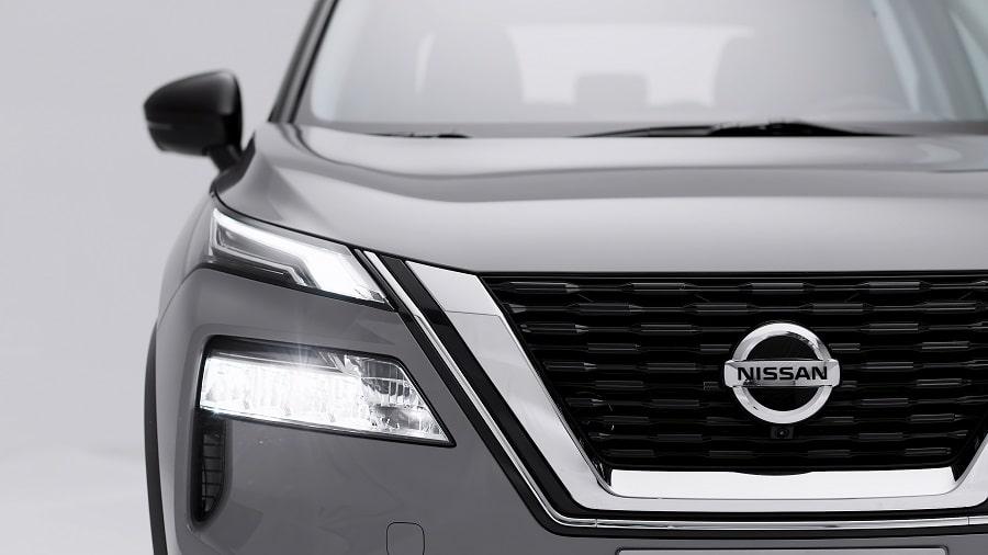 Nissan X-Trail 2021 dettaglio frontale