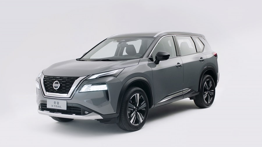 Nissan X-Trail 2021 frontale laterale