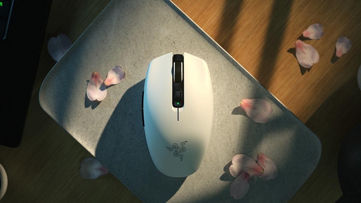 Razer Orochi V2 è il nuovo mouse ultraleggero e con una super autonomia thumbnail