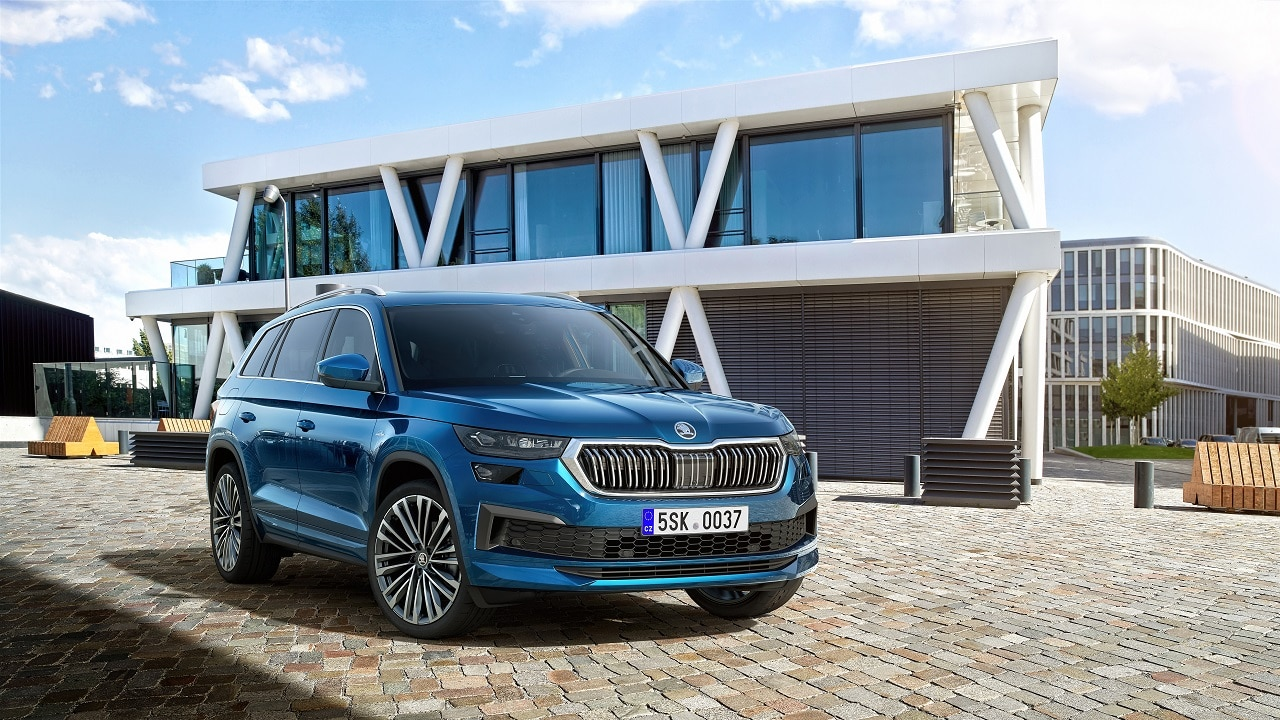 Skoda Kodiaq 2021, il grande SUV ceco si rinnova: ritocchi estetici e nuova versione vRS a benzina thumbnail