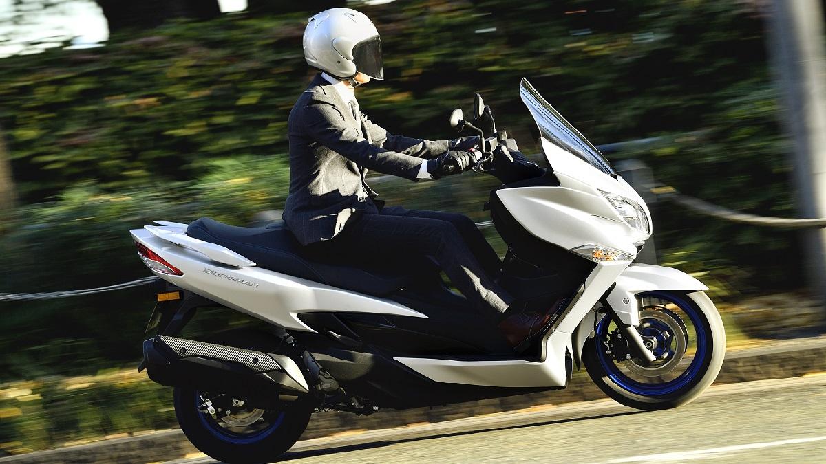 Il nuovo Suzuki Burgman 400 incontra l'arte con il progetto ARThletes thumbnail