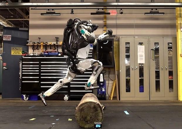 robot camminare solo atlas