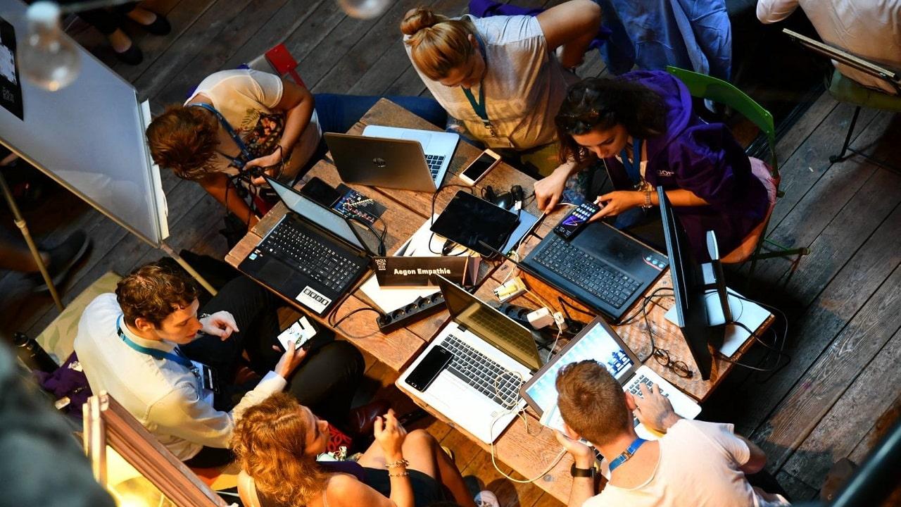 Big Bloom organizza un hackathon solidale a Milano contro la povertà educativa thumbnail
