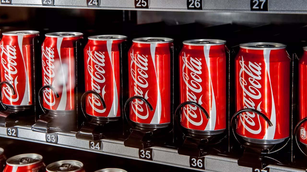 Coca Cola lancia un abbonamento mensile ai distributori automatici in Giappone thumbnail