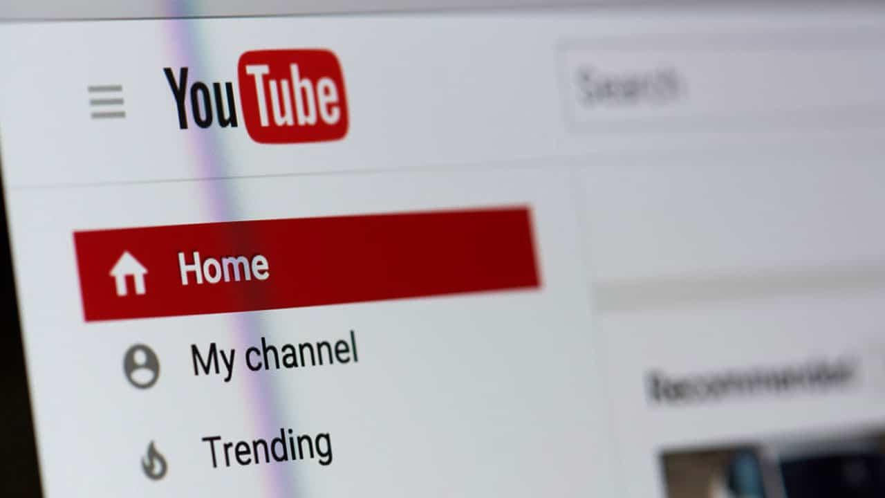 Come cambiare nome su YouTube senza compromettere l'account Google thumbnail