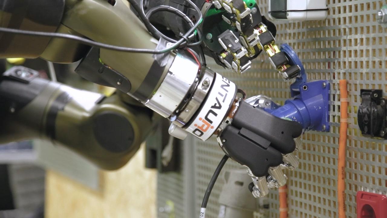 Leonardo e IIT: al via nuovi laboratori di sviluppo, tra supercomputer e sicurezza spaziale thumbnail