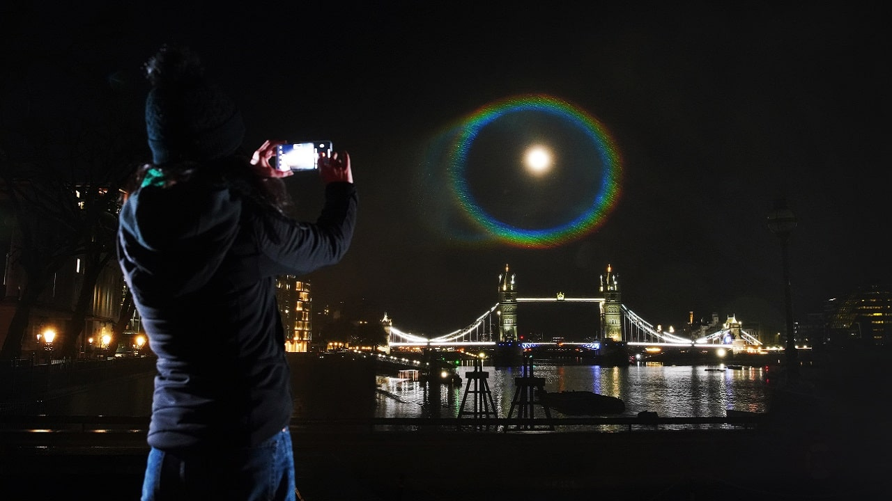 OnePlus 9 fotografa il primo Moonbow nel cielo notturno thumbnail