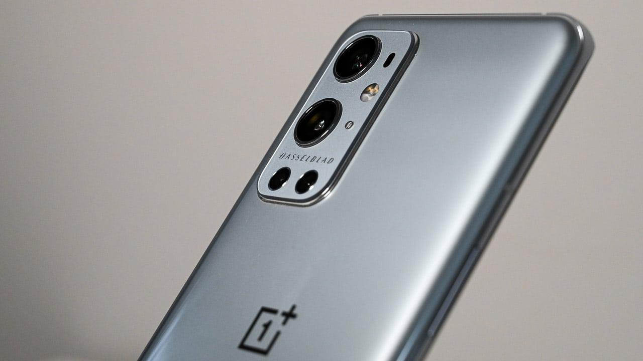 Molti utenti in possesso di OnePlus 9 Pro stanno riscontrando problemi di surriscaldamento thumbnail