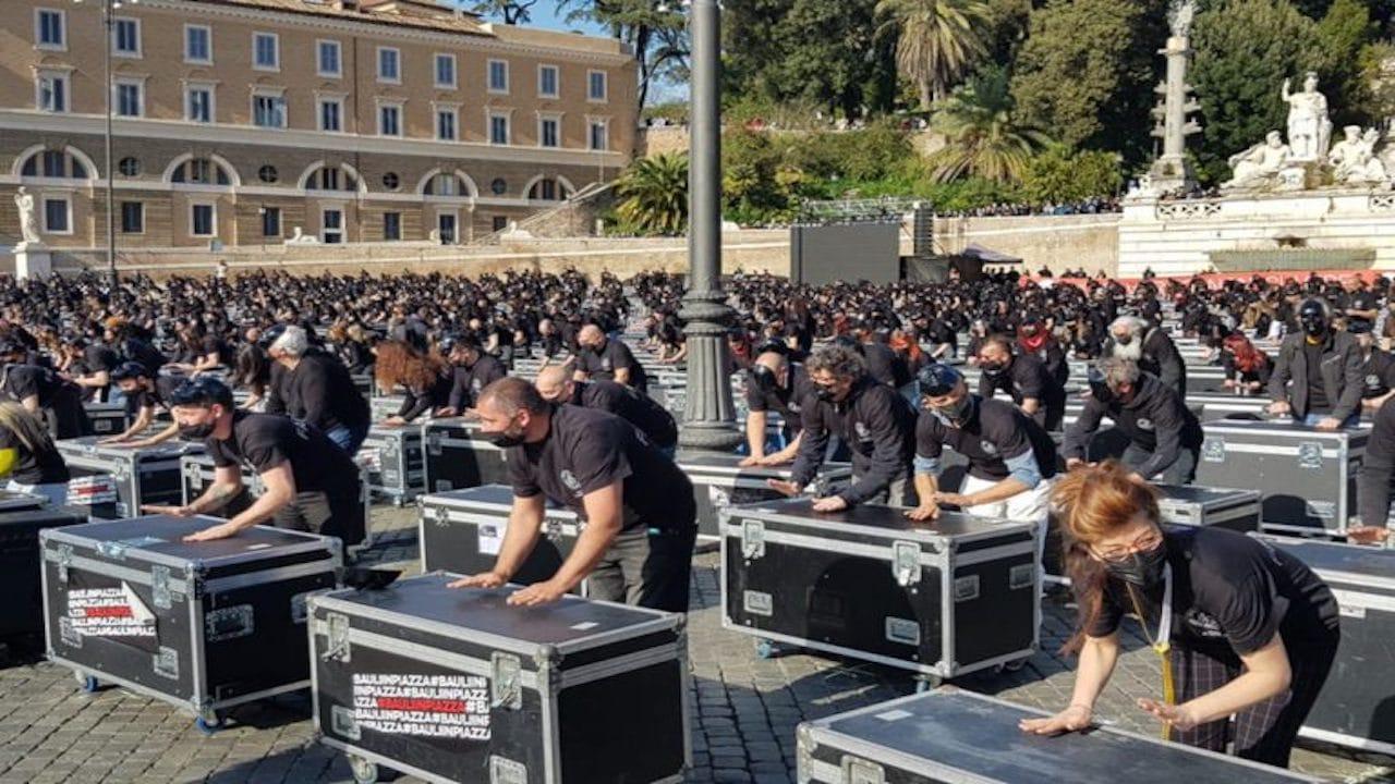 Roma, mille Bauli come simbolo di protesta del mondo dello spettacolo thumbnail