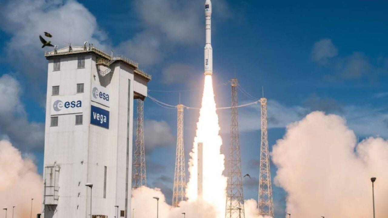Successo per il lancio del razzo italiano Vega thumbnail
