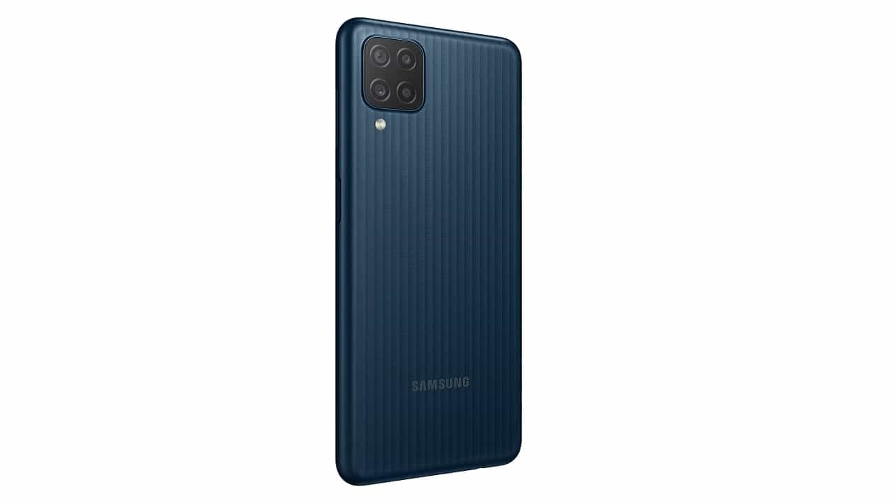 Samsung Galaxy M12, grande schermo e batteria a un prezzo competitivo thumbnail