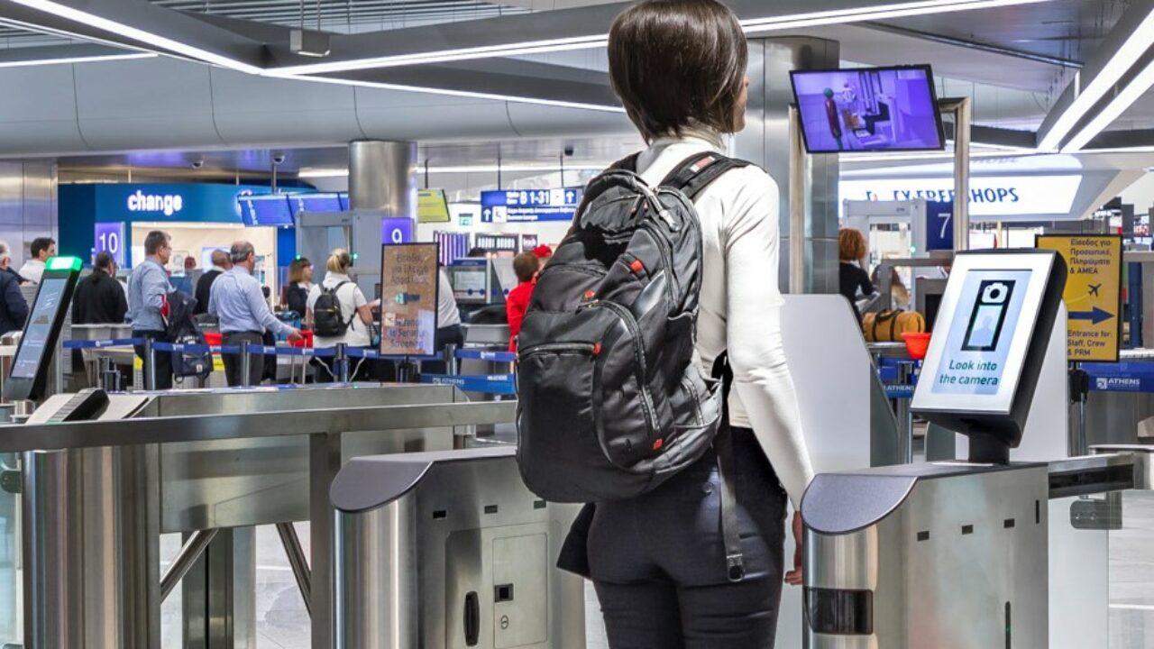 Negli aeroporti ci si imbarcherà col riconoscimento facciale thumbnail